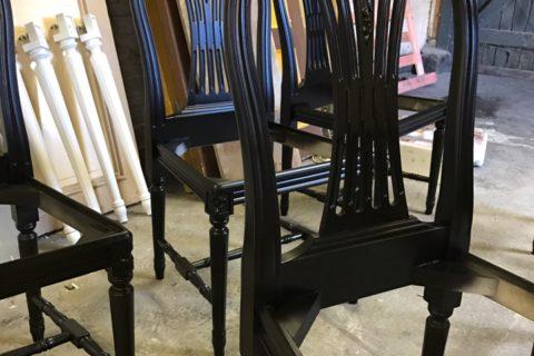 Svarta stolar